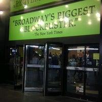 Foto tomada en Teatro Gershwin por Danielle G. el 7/28/2012