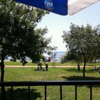 6/9/2012 tarihinde Ozgur Y.ziyaretçi tarafından Vakıf Tenis Cafe'de çekilen fotoğraf