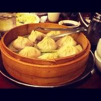 Снимок сделан в Joe's Shanghai 鹿嗚春 пользователем Vadim V. 5/18/2012