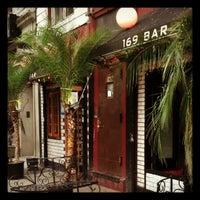 Foto scattata a 169 Bar da Lisa G. il 5/3/2012