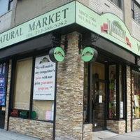 Photo prise au Westerly Natural Market par Michael T. le11/28/2011