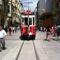 Das Foto wurde bei Demirören İstiklal von Stephanie B. am 8/1/2012 aufgenommen