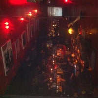Foto diambil di The SKINnY Bar & Lounge oleh Gully F. pada 3/12/2011