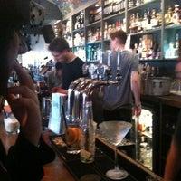 รูปภาพถ่ายที่ Lockside Lounge โดย Sandra C. เมื่อ 9/18/2011