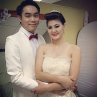 2ece906bffeb ... Photo taken at Gee Gee Bridal Boutique by ทัศรีย์ ส. on 6/ ...