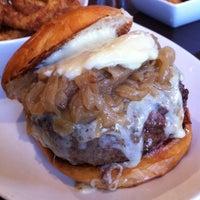 Foto tirada no(a) 5 Napkin Burger por Franco C. em 2/10/2012