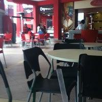 4/3/2012 tarihinde Lilimar R.ziyaretçi tarafından Food Court Parque Lambramani'de çekilen fotoğraf