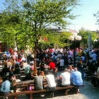 Das Foto wurde bei The Garden at Studio Square von G B. am 4/21/2012 aufgenommen