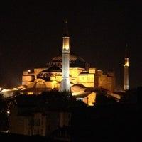 Foto diambil di Şah Cafe & Bar oleh Kayhan P. pada 5/8/2012