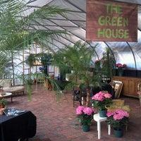 Das Foto wurde bei Urban Garden Center von Dimitri am 4/2/2012 aufgenommen