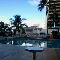 Снимок сделан в Aston Waikiki Beach Hotel пользователем Sylvia V. 9/27/2011