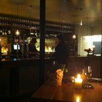 Foto scattata a The Refinery Bar da Lia il 1/28/2012