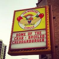 6/23/2012 tarihinde Jordan J.ziyaretçi tarafından The Wiener's Circle'de çekilen fotoğraf