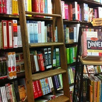 Foto diambil di Brookline Booksmith oleh Lindsey F. pada 6/28/2012