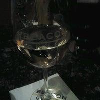 Foto scattata a Beacon Grille da Alexa H. il 3/28/2012