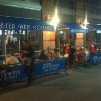 Photo prise au Riverwalk Bar & Grill par Jonathan H. le8/25/2011