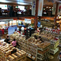 Photo prise au Bob's Red Mill Whole Grain Store par Lisa B. le4/21/2012