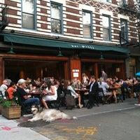 Photo prise au Bar Pitti par Nathan M. le6/21/2011
