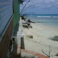 6/4/2012에 KN R.님이 Errol Barrow Beach에서 찍은 사진
