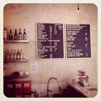 รูปภาพถ่ายที่ Coutume Café โดย Chris C. เมื่อ 9/14/2011