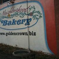 Foto tirada no(a) Golden Crown Panaderia por Jonathan S. em 4/21/2011