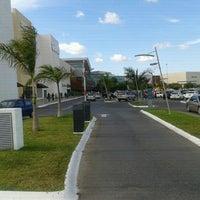 Foto tirada no(a) Plaza Altabrisa por Abraham C. em 12/18/2011