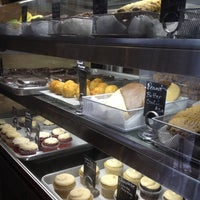 4/11/2012 tarihinde Lucinda D.ziyaretçi tarafından Blossom Bakery'de çekilen fotoğraf