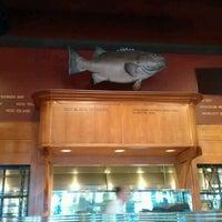 Foto tirada no(a) King's Fish House por Vanessa A. em 4/25/2012