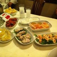 Foto diambil di Abbas Restaurant oleh arzu e. pada 4/25/2012