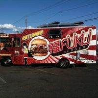 9/2/2011 tarihinde Jack Daniel J.ziyaretçi tarafından Fukuburger Truck'de çekilen fotoğraf