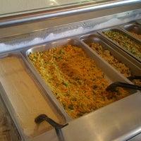 Foto scattata a Tsom Vegetarian Flavors da Ellen S. il 8/16/2011