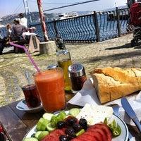 Photo prise au Çınaraltı Cafe par Belgin_studio le5/6/2012