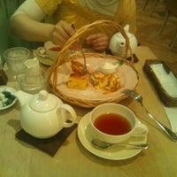 รูปภาพถ่ายที่ Afternoon Tea TEAROOM โดย Takashi K. เมื่อ 10/1/2011