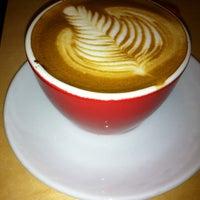 Photo prise au New World Coffee House par Chris F. le12/9/2011