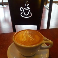 Das Foto wurde bei Tiago Espresso Bar + Kitchen von mike l. am 4/26/2012 aufgenommen