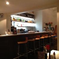 Снимок сделан в Alberto Restobar & Lounge пользователем Jhonny M. 5/30/2012
