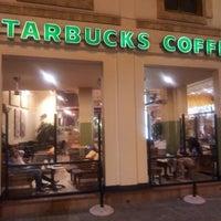 Foto tirada no(a) Starbucks por Enzo D. em 9/9/2012