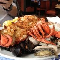 Foto scattata a Legal Sea Foods da Gilbert H. il 4/25/2012