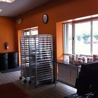 Foto diambil di The Avenue Bakery oleh Eleni G. pada 7/14/2012