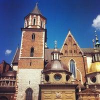รูปภาพถ่ายที่ Zamek Królewski na Wawelu โดย Peter S. เมื่อ 5/5/2012