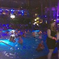 Das Foto wurde bei The Pool After Dark von Alan Lester D. am 8/19/2012 aufgenommen