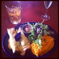 รูปภาพถ่ายที่ Eastside Cafe โดย Alexander H. เมื่อ 3/14/2012