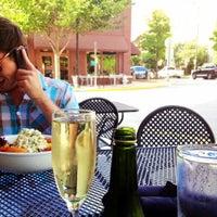 รูปภาพถ่ายที่ Vickery's โดย Jesse B. เมื่อ 6/6/2012