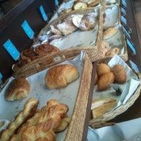 Foto scattata a Baan Bakery da oil o. il 9/6/2012