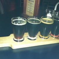 Foto scattata a Brewmasters Bar & Grill da Rachael L. il 10/13/2011