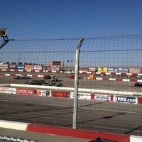Photo prise au Bullring at Las Vegas Motor Speedway par Sal S. le7/4/2012