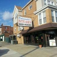 Das Foto wurde bei Dalessandro's Steaks and Hoagies von Timothy J. am 1/15/2012 aufgenommen