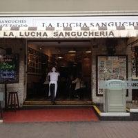 Foto tomada en La Lucha Sanguchería Criolla por Tito K. el 9/11/2012