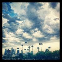 Das Foto wurde bei Dodger Stadium Parking von Melissa L. am 8/31/2012 aufgenommen