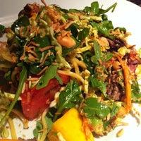 Das Foto wurde bei Houston's Restaurant von Allen A. am 3/2/2011 aufgenommen